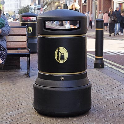 Neopolitan trash can in Black with Banding